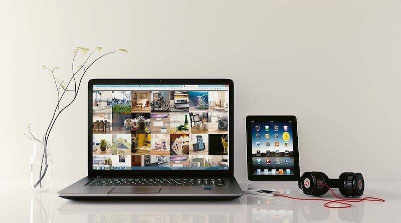 Bild von einem Laptop, einem Tablet-PC und einem Smartphone